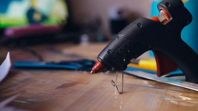 Pistolas de silicona: qué son, para qué sirven y cómo se usan de forma segura