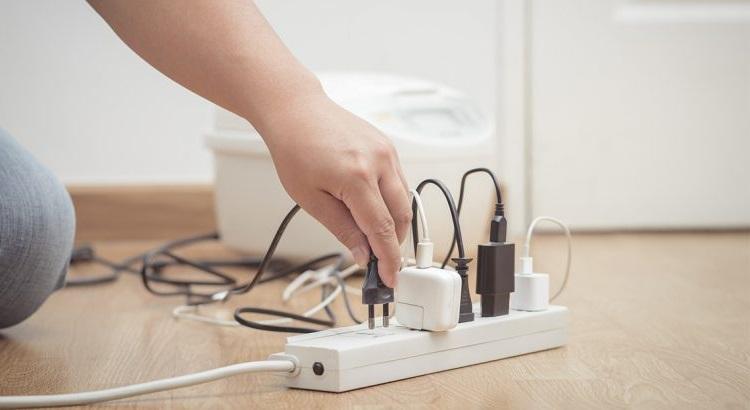 Cómo disimular los cables de los electrodomésticos de la cocina