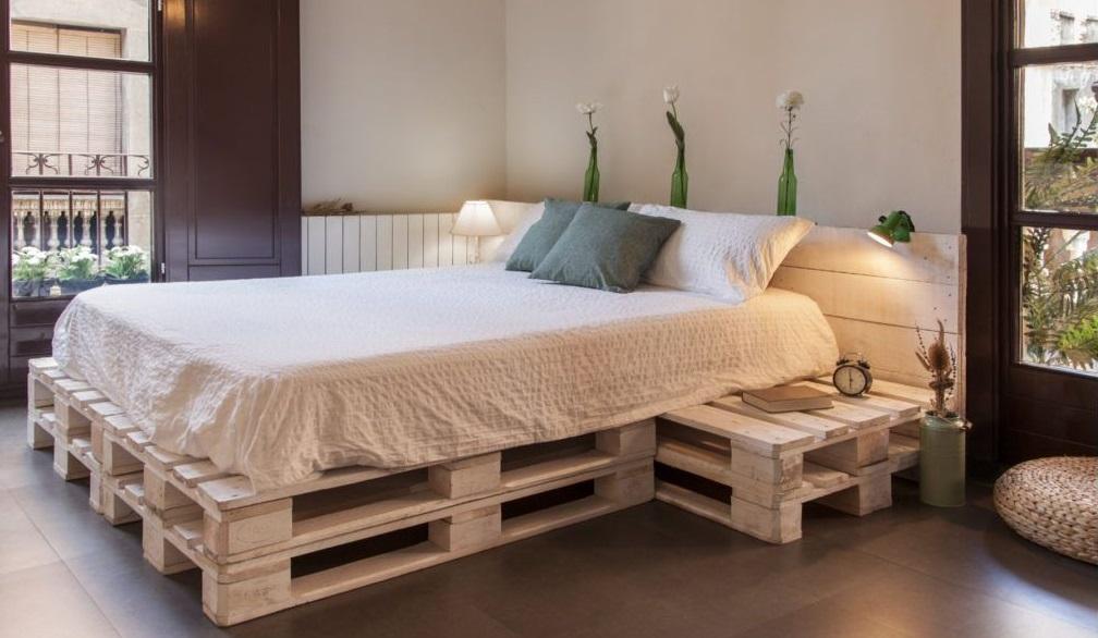 ¿Cómo hacer una cama en paletas muy de moda?